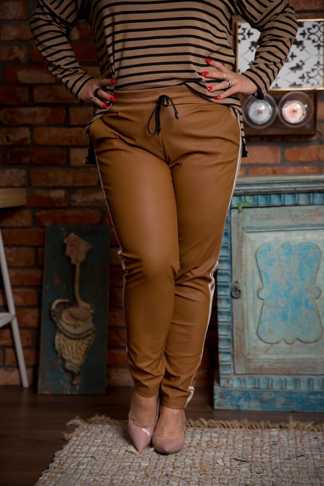 Camelowe Spodnie PAGGIO Eko Skóra Plus Size