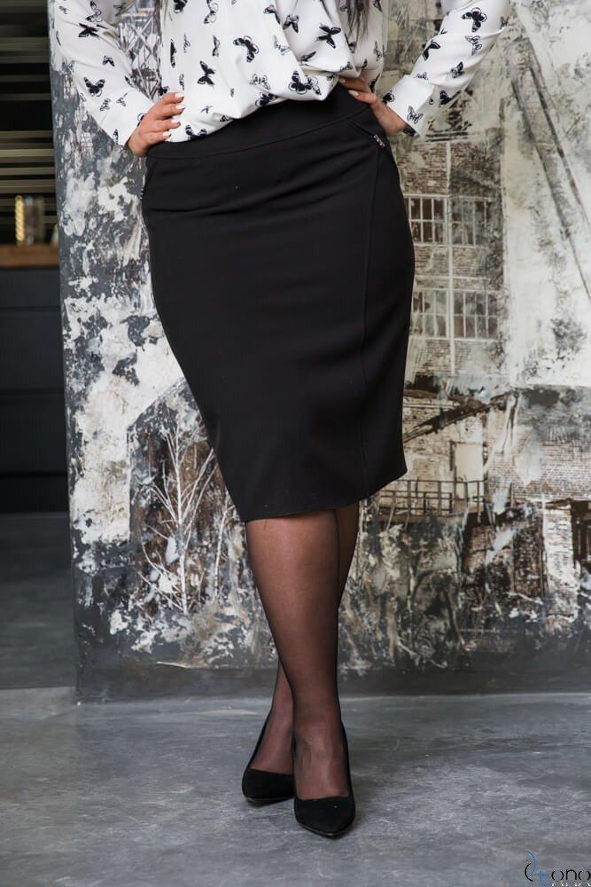 Czarna Spódnica BEVI Plus Size  Ołówkowa
