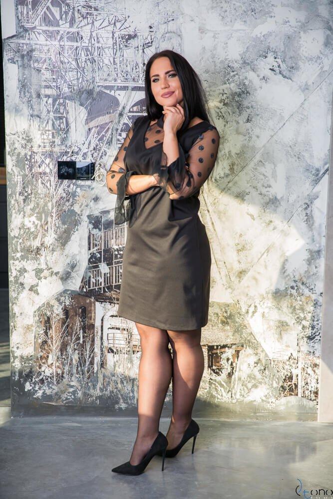 Czarna Sukienka CASCADA Plus Size Wizytowa wzór 2