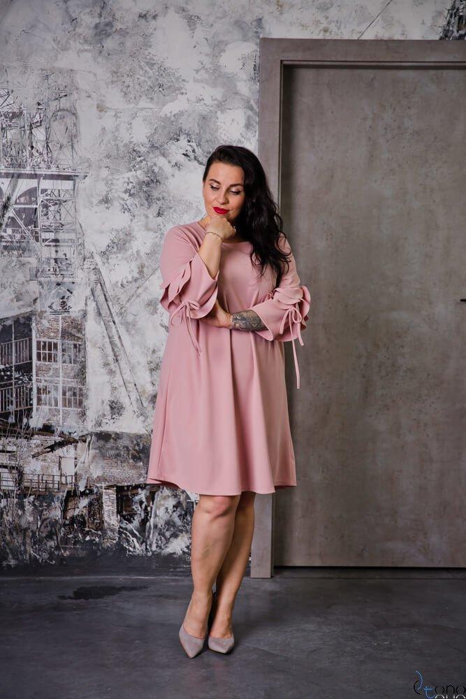 Pudrowo-Różowa Sukienka AVRIL Plus Size