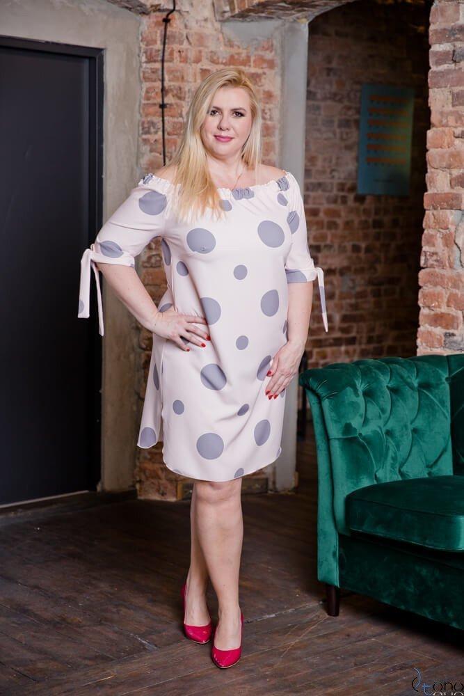 Pudrowo-różowa Sukienka DROPPEA Plus Size