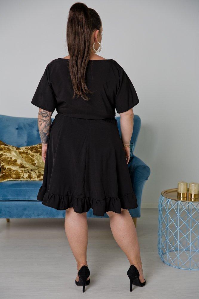 Czarna Sukienka MADA Plus Size