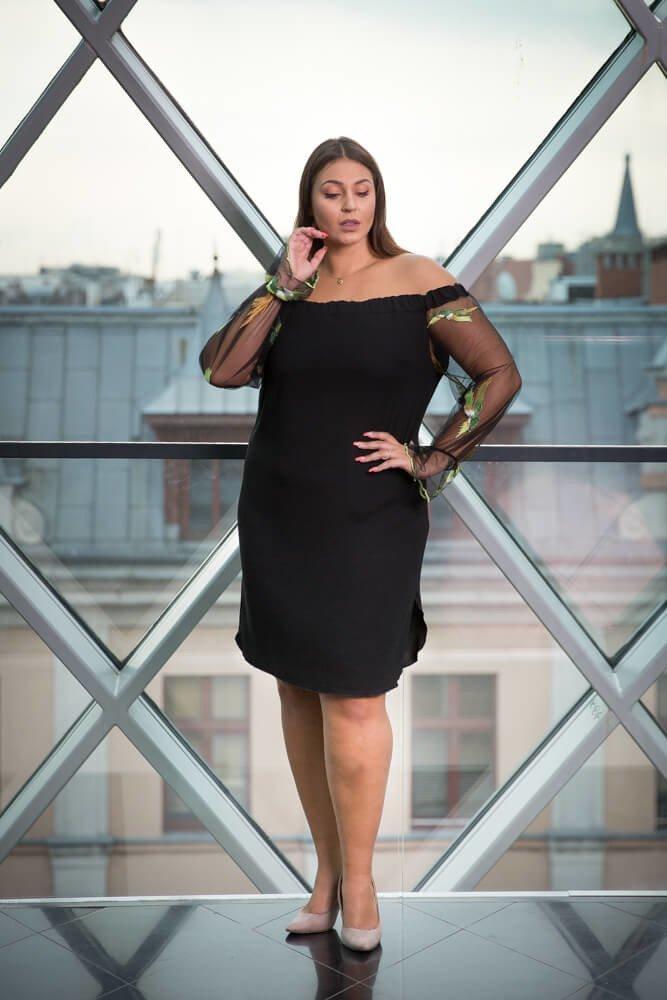 Czarna Sukienka MADAME Plus Size