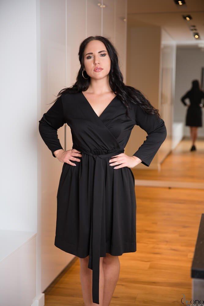 Czarna Sukienka MAKAN Kopertowa Plus Size
