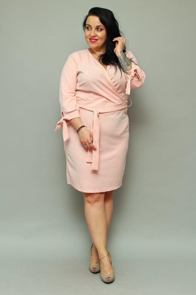 Sukienka CIARRA Kopertowa Plus Size pudrowy róż